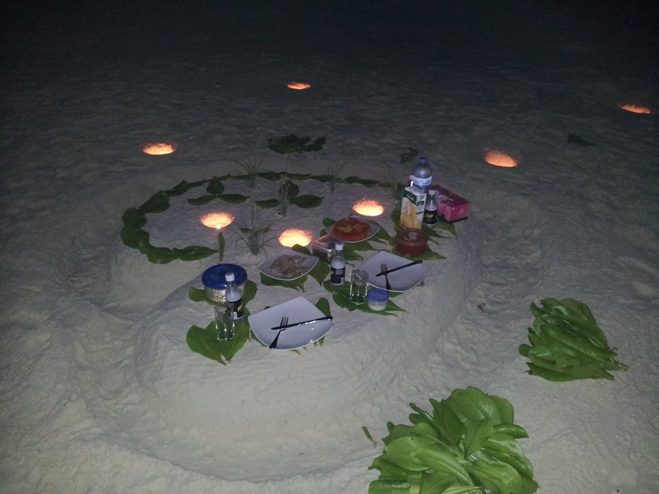maldivler-romantik-aksam-yemegi